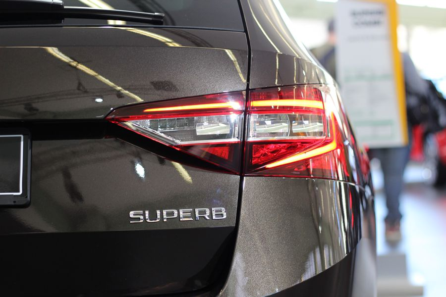 Der Škoda Superb gehört zu den beliebtesten PKW der Mittelklasse