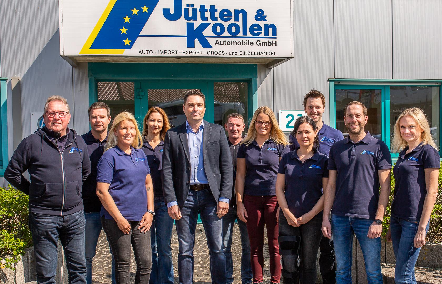 Online-Neufahrzeughändler Jütten & Koolen - Verwaltungsgebäude und Bestandsfahrzeuge
